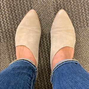 Taupe leather flats, excellent condition.
